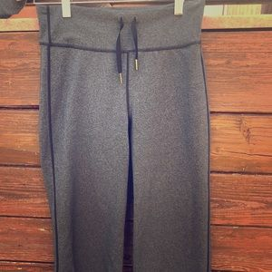 Lululemon leggings cropped to calve with wide leg